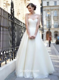 Cream Dot Tulle Strapless Pleated Sweetheart A-Line Destination Wedding Dress – GroupDress.com