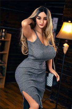 Billiges sexy schönes Mädchen mit großen Titten und großem Arsch