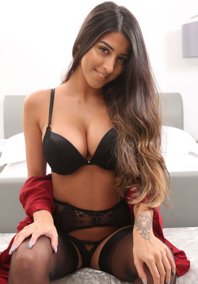 Call Girls In Moolchand 8448334181 Escorts ServiCe In Delhi Ncr