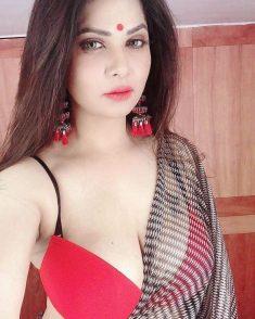 Gorgeous call girl in Peeragarhi 8130413441